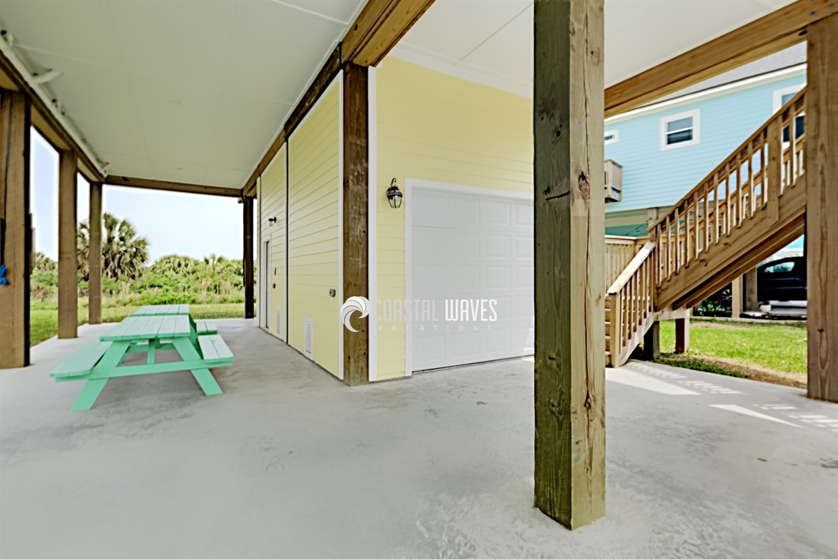 Large Ground Floor Area for Grilling, Dining & Playing