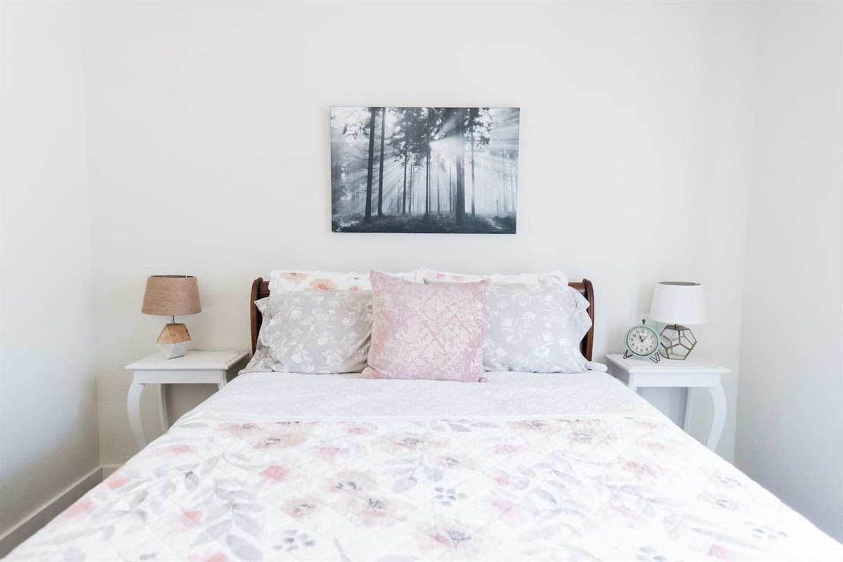 Bedroom 2 - with 1 Queen bed