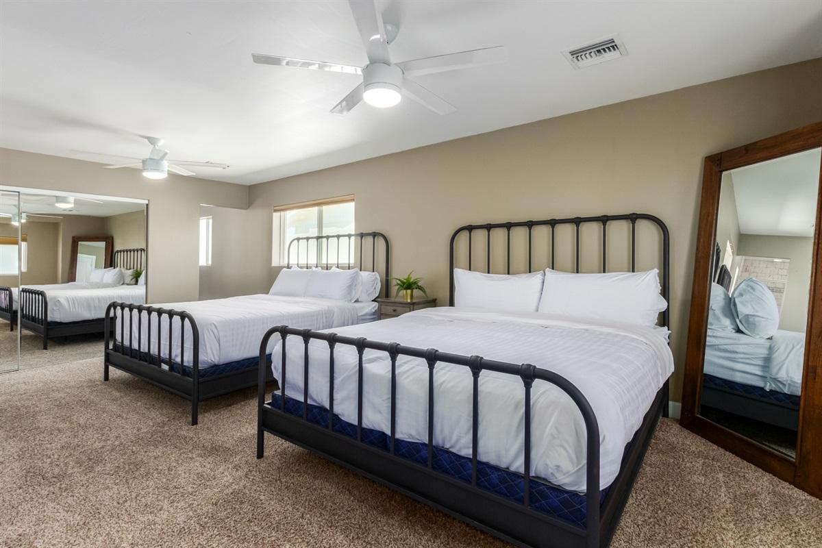 2 Cal King beds w/ en suite bathroom