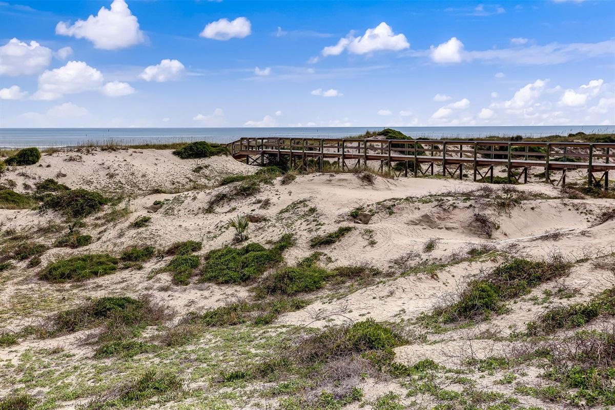 Boardwalk thru Dunes to Beach