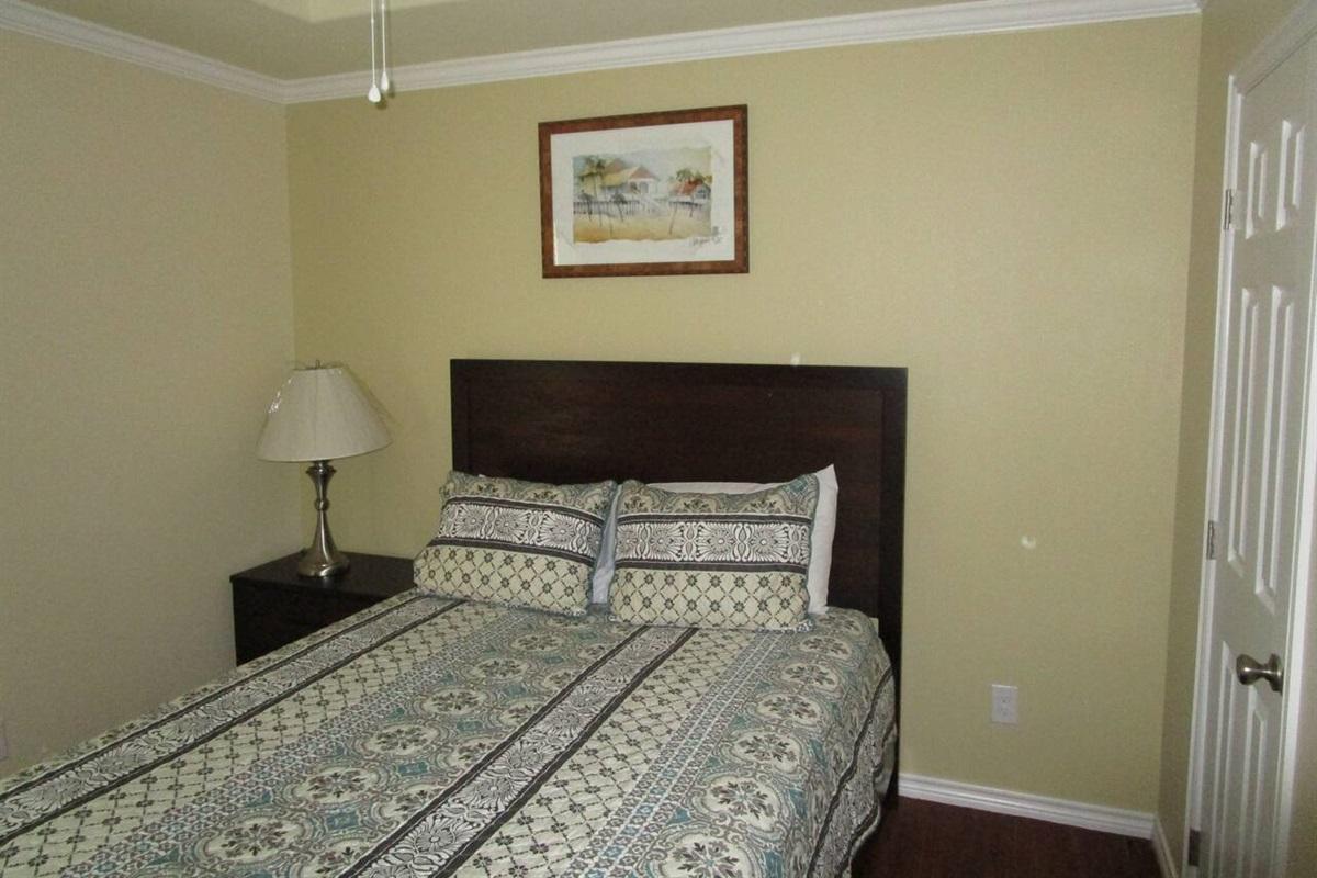 Bedrooms: Queen , size beds, closest, dresser