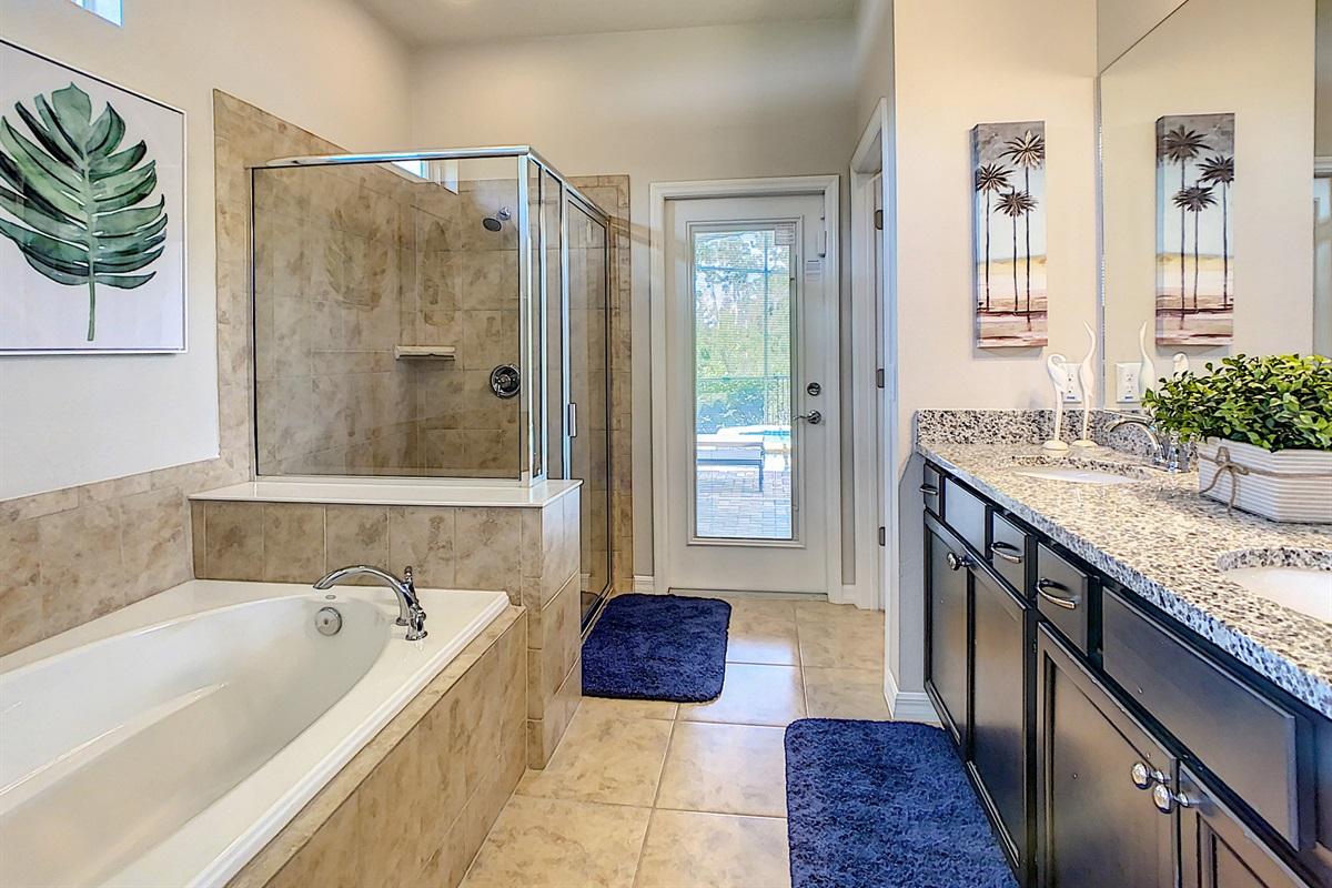 Master Suite - En Suite Bathroom
