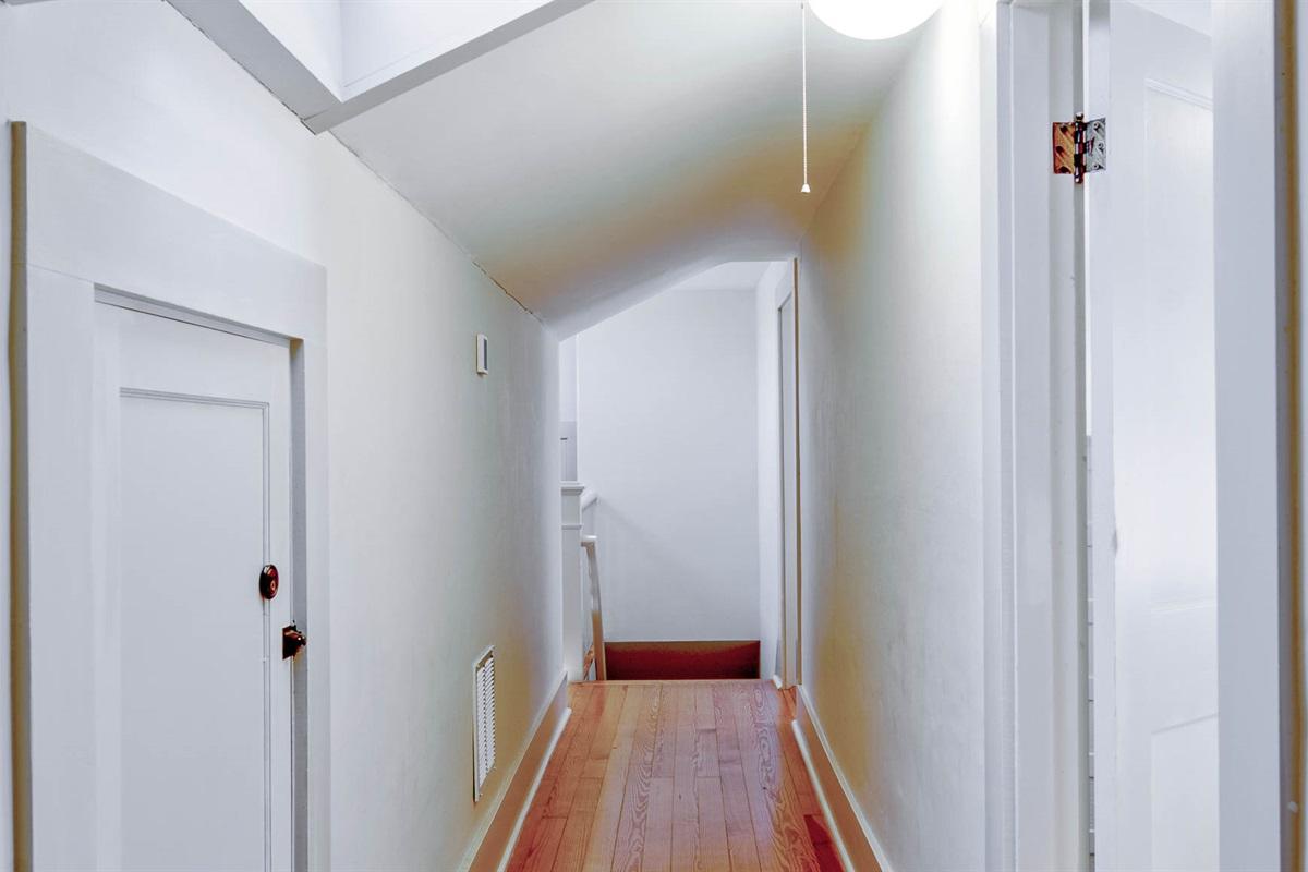 3rd floor hallway looking towards the back