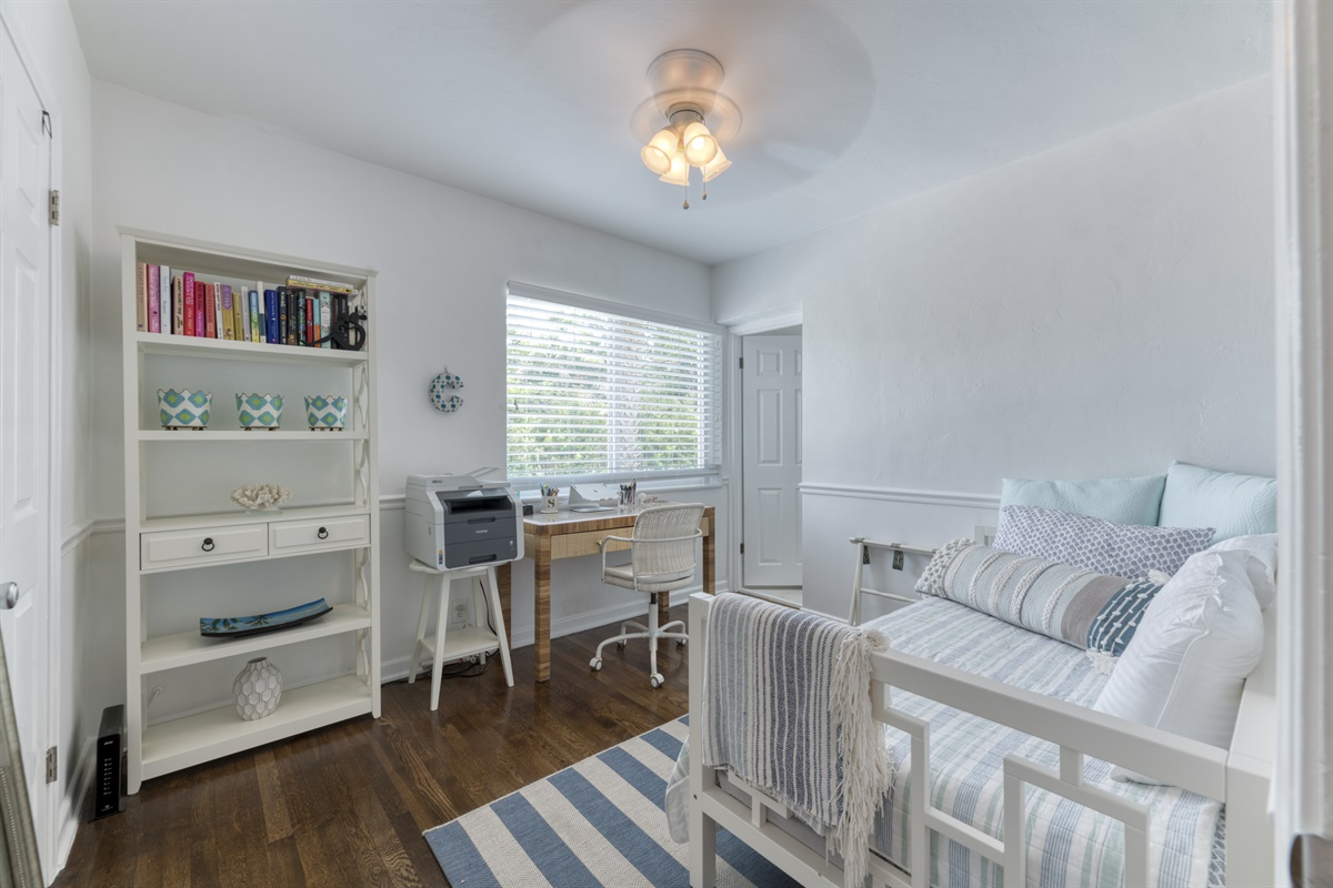 3rd Bedroom/ Office with a twin daybed, desk & chair with Printer for guests to use.