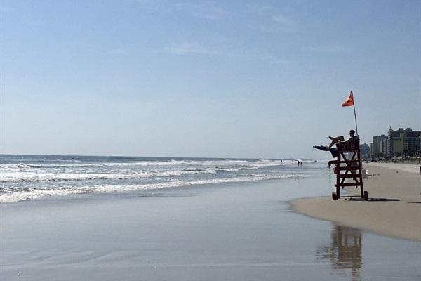 Surfs Up at Daytona Beach Shores!!!