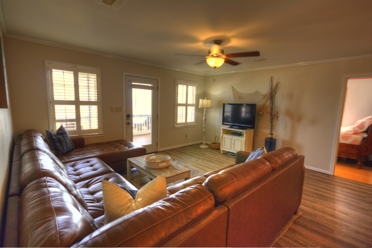 Comfortable Family Room with Ocean Views!