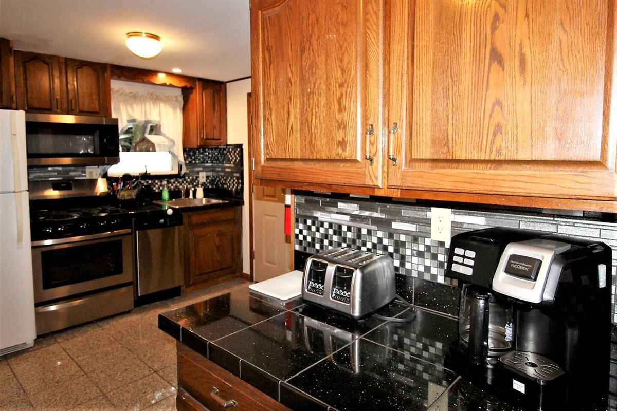 Kitchen breakfast bar area with toaster, and combo coffee pot/K-cup brewer.  Make a cup for yourself anytime, or a whole pot for breakfast with the family.