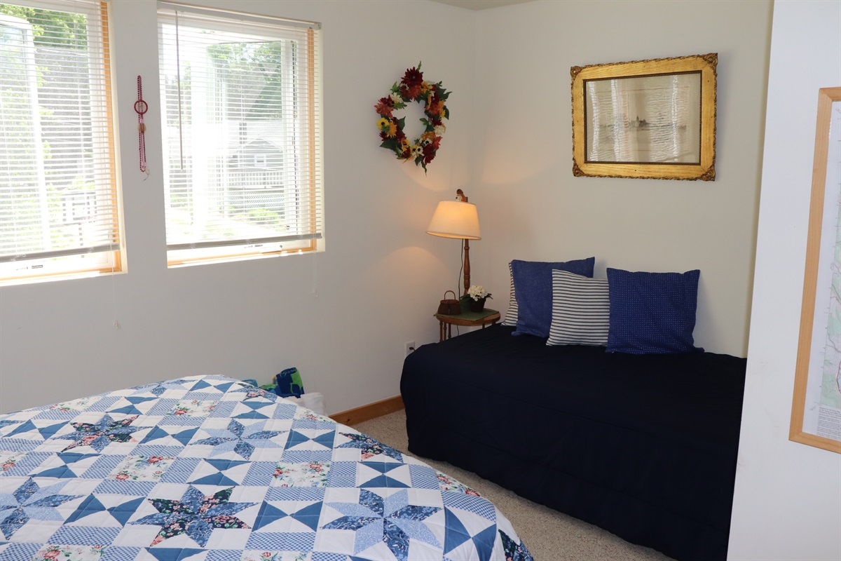 Twin bed within the Queen bedroom