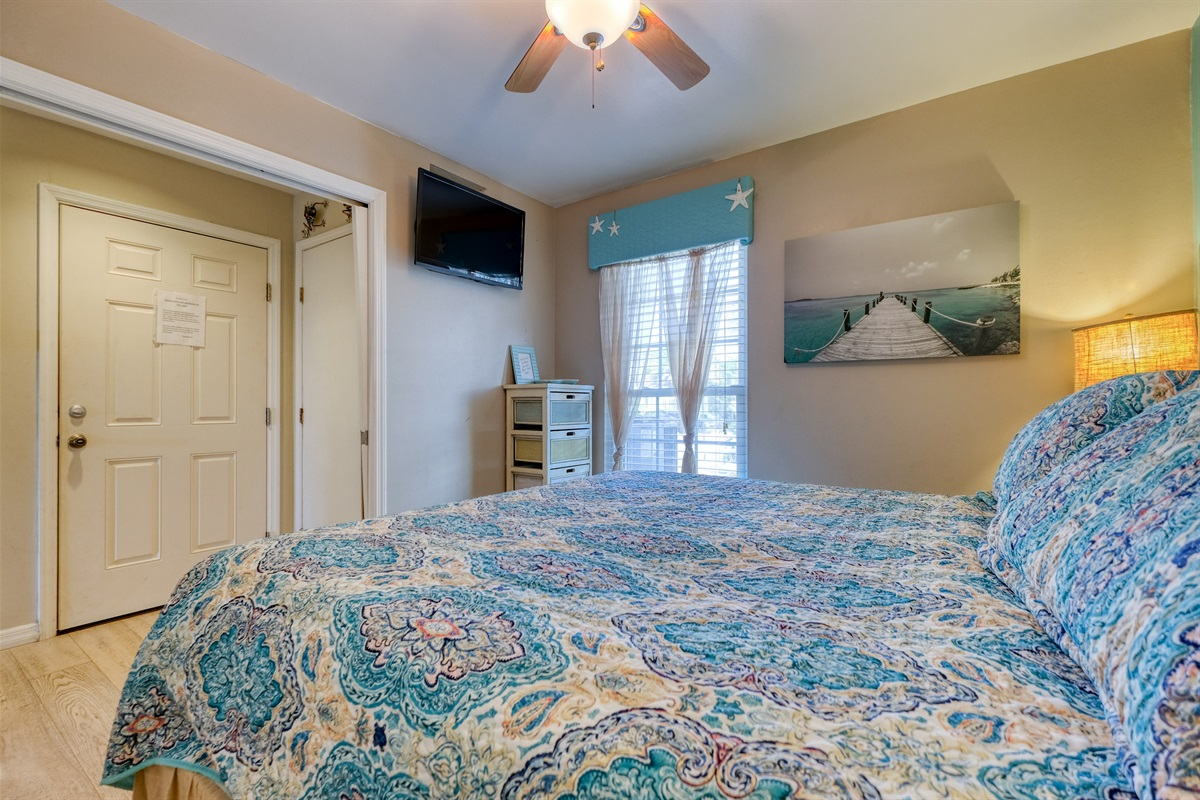 Master bedroom has HD TV with Dish Network