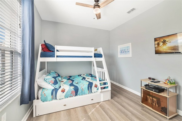 Kids bunk bed room with XBox One and SmartTV