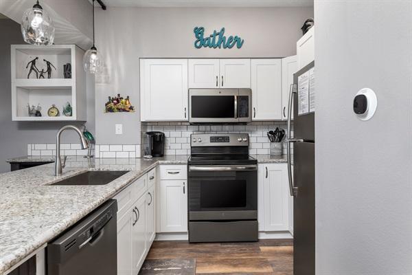 Kitchen w/ Slate Appliances