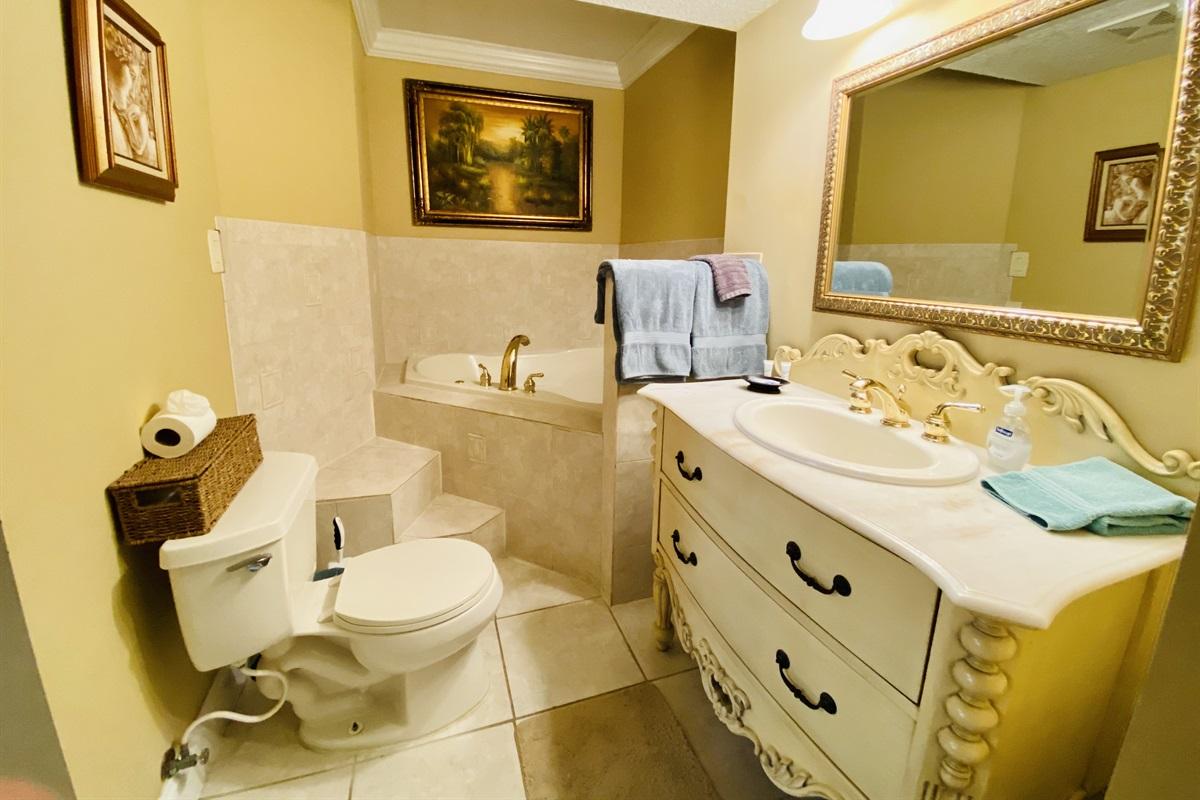 Master Bath w Soaker Tub