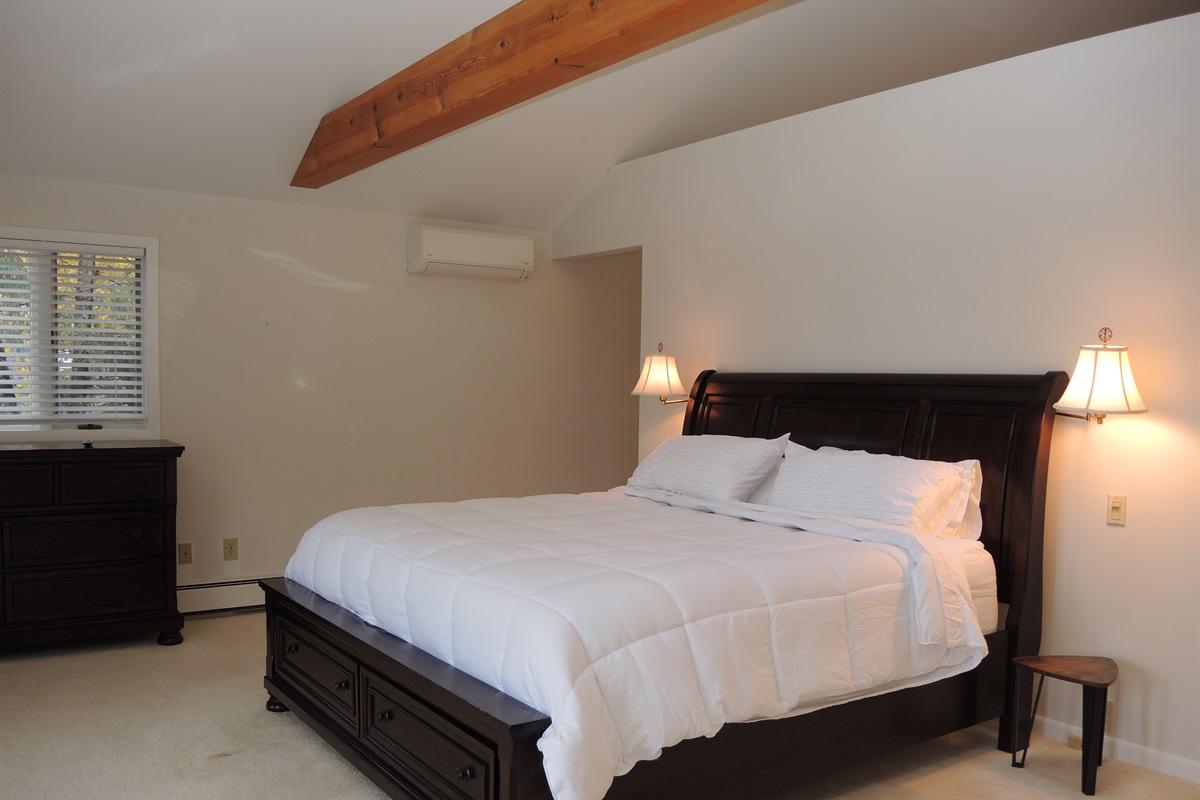 West wing - 2nd floor King bedroom
