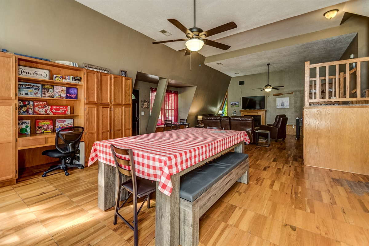 3-N-1 dining, ping pong, pool table! Plus board games galore!