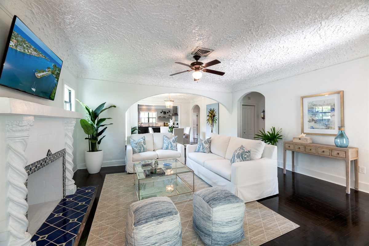 The Living Room is a site with it's classic Palm Beach Island decor, large Smart App TV with Cable. There is a pull out Sleeper Sofa for 2! The room sits off the Den and Dining Room.