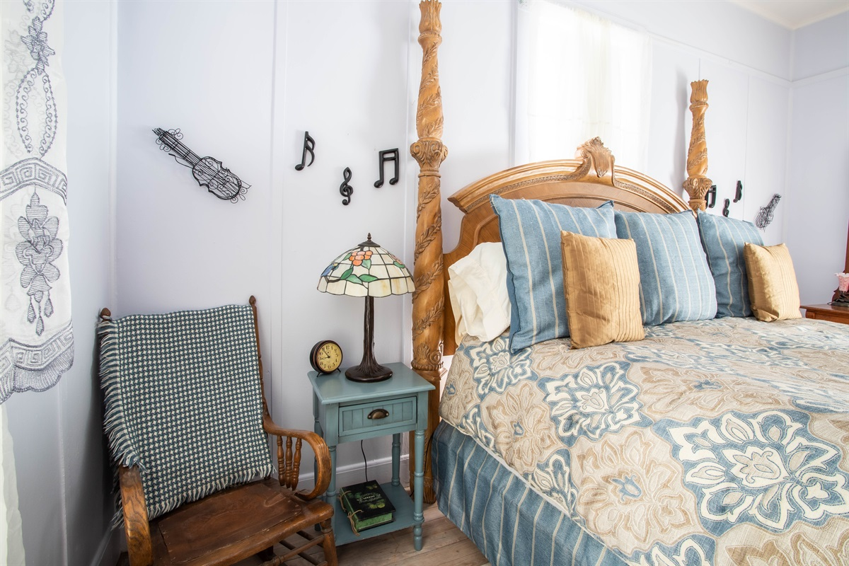 King Bed in Blue Room