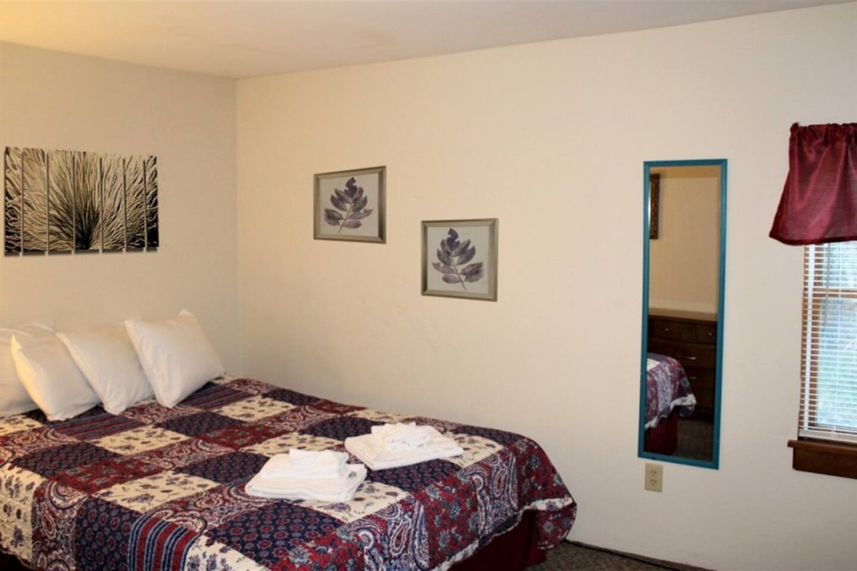 Bedroom #1 with queen size bed - All beds have 4 pillows for your comfort