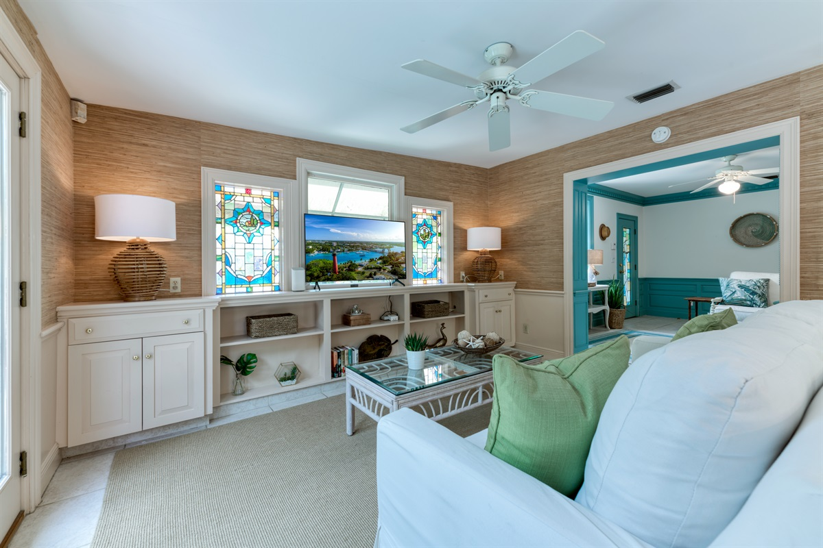 The perfect Florida room and 3rd sleeping space. The sofa turns into a Queen Sofa bed for 2! Large Smart App TV, free high speed WifI, games and beach towels in the console and original stained glass windows. The room lead onto the pool deck.