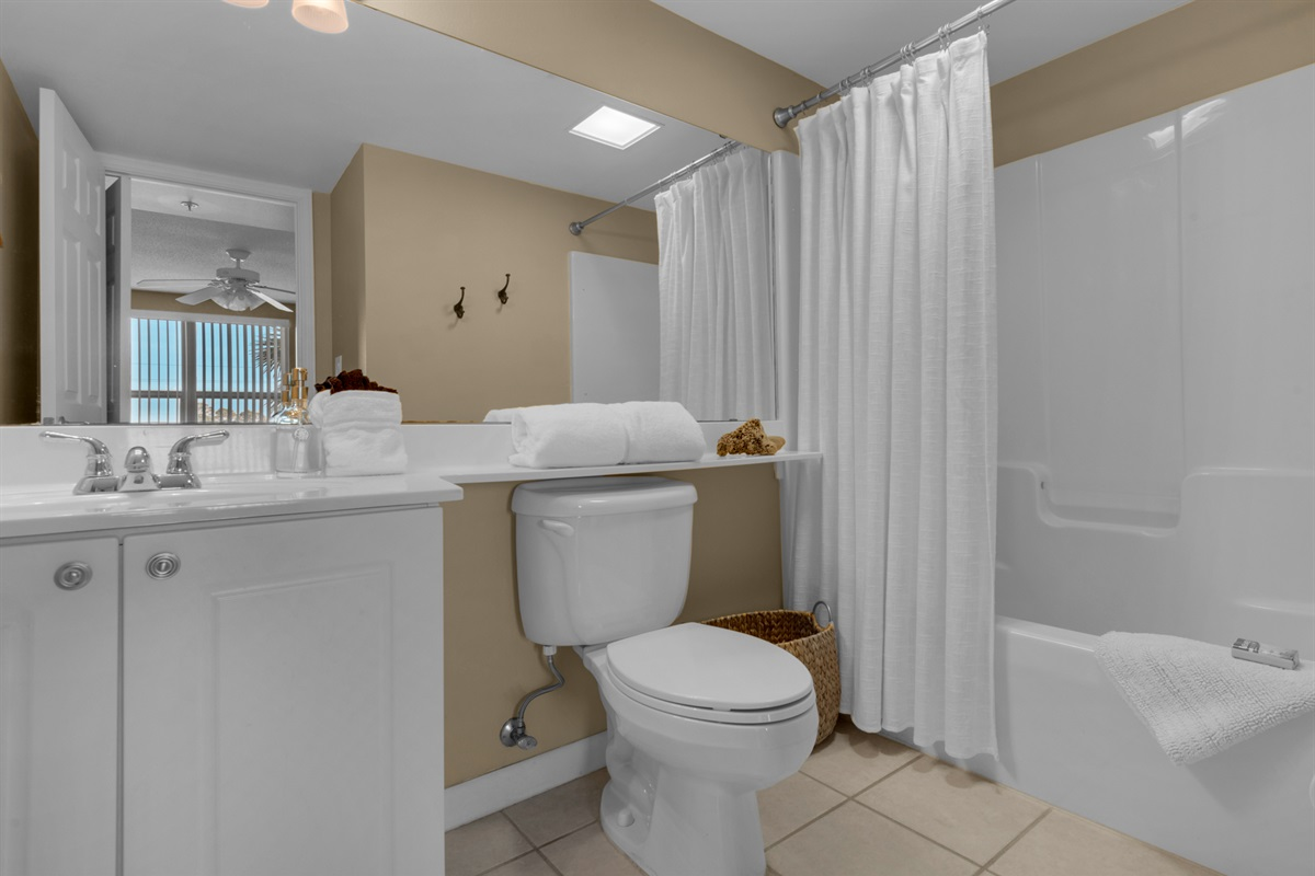 Tub/shower combination in guest bathroom