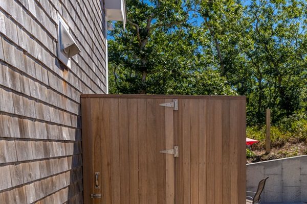 Smith Hollow Outdoor Shower