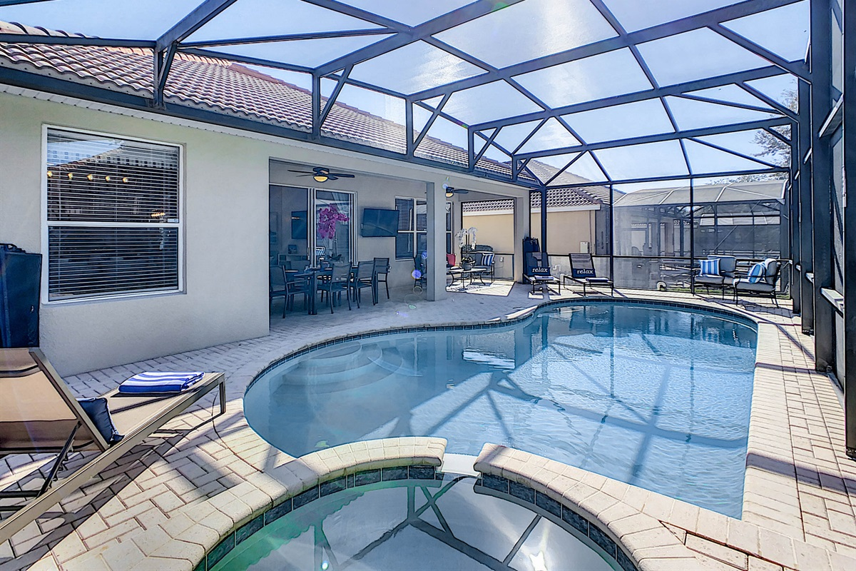 Salt Water Heated Pool And Spa (heating is extra)