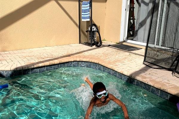 Splash pool behind unit