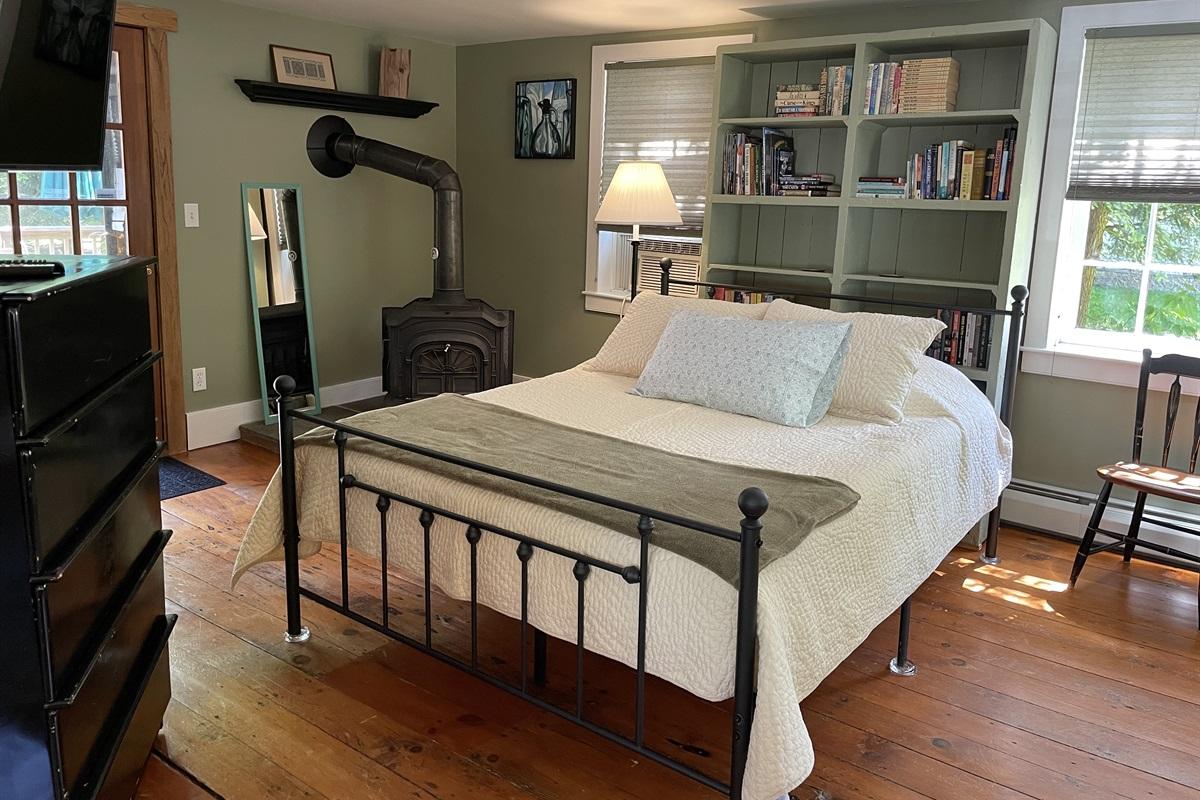 1st Floor Queen Bedroom - off the kitchen