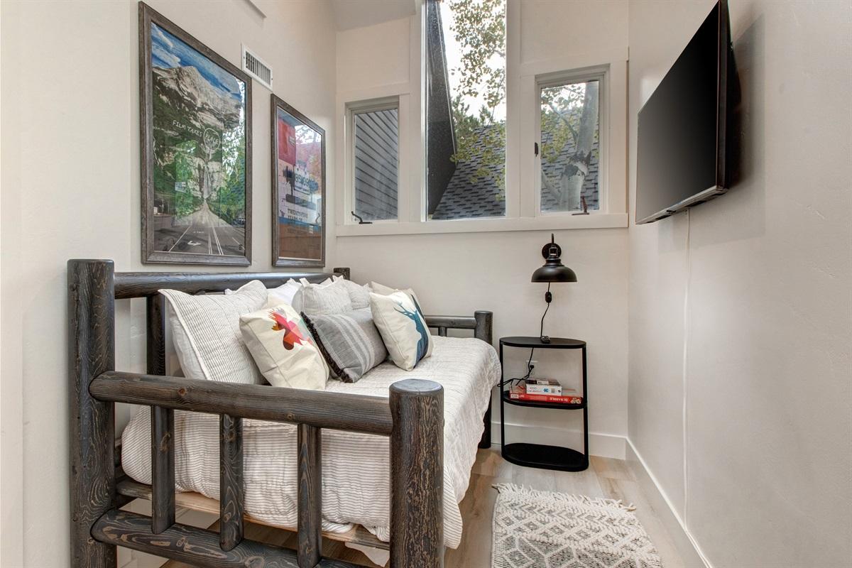 Fourth Bedroom - Daybed, TV, ensuite bath