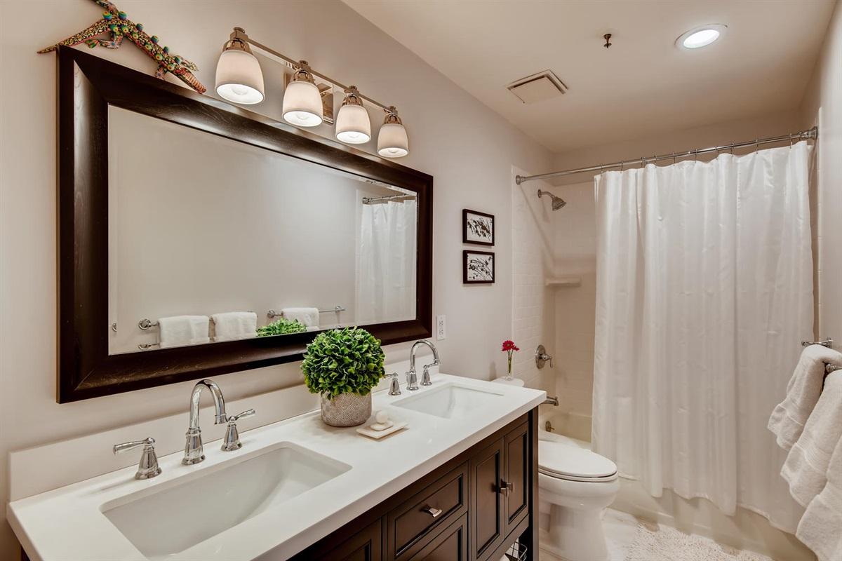 Bathroom 2 - double vanity - space for everyone