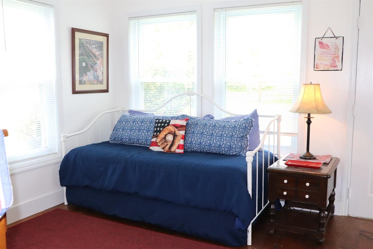 1st Floor King bedroom w/ daybed