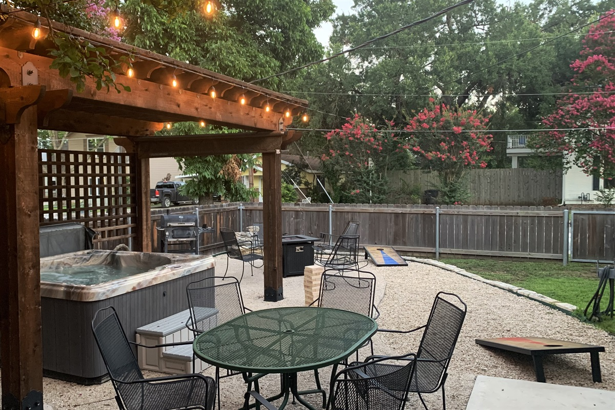 Hot Tub, fire pit, grill & games