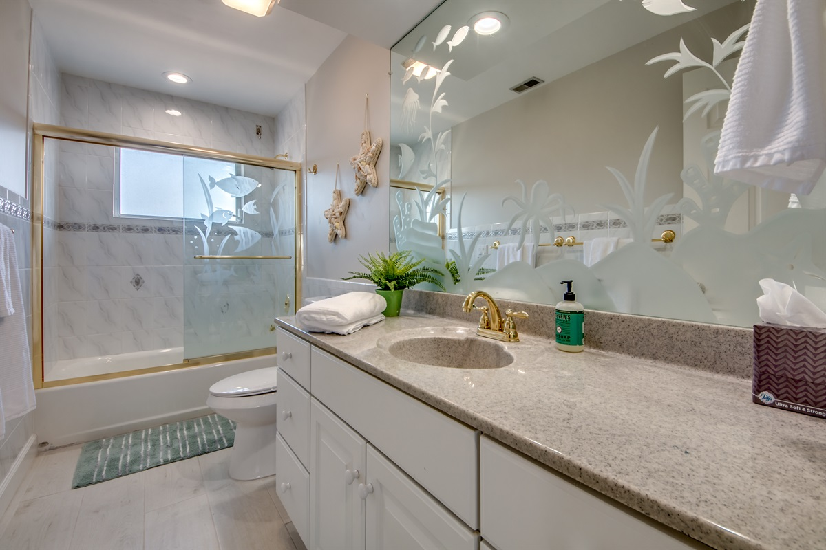 Upper level guest bath between king and twin rooms