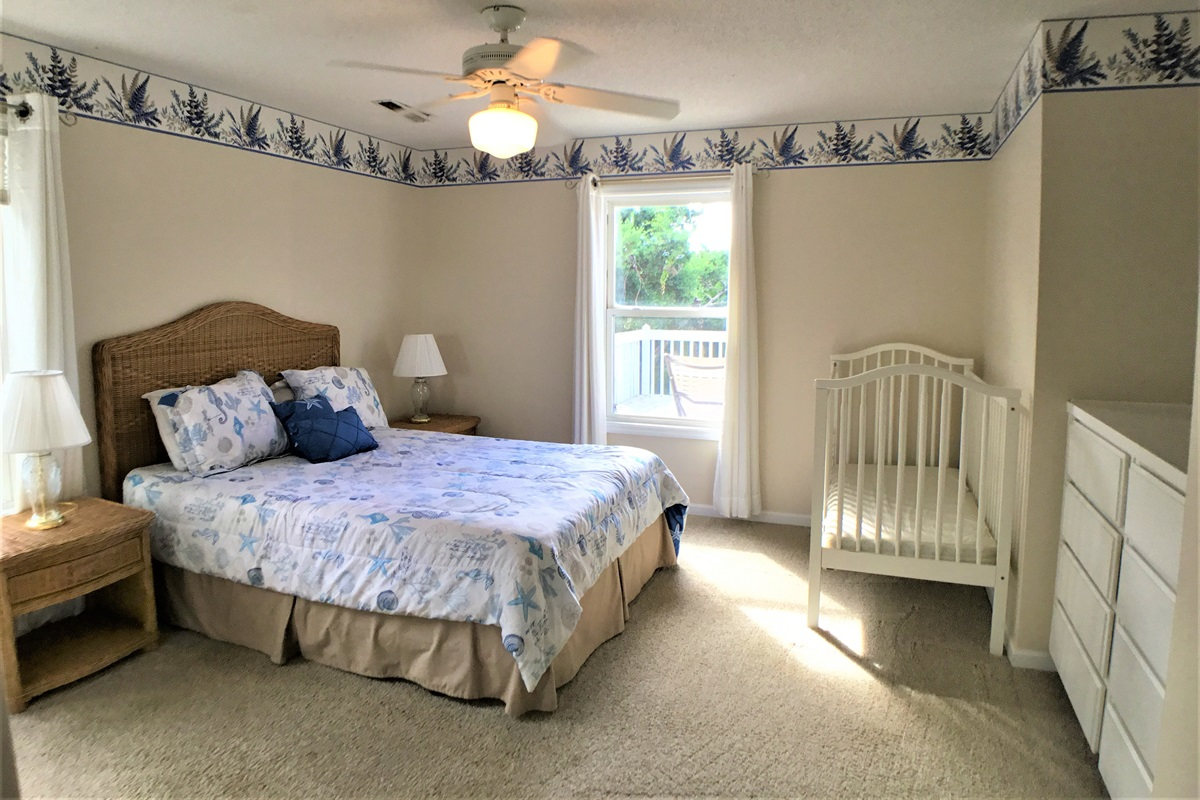 Guestbedroom 4 with Full bath and crib