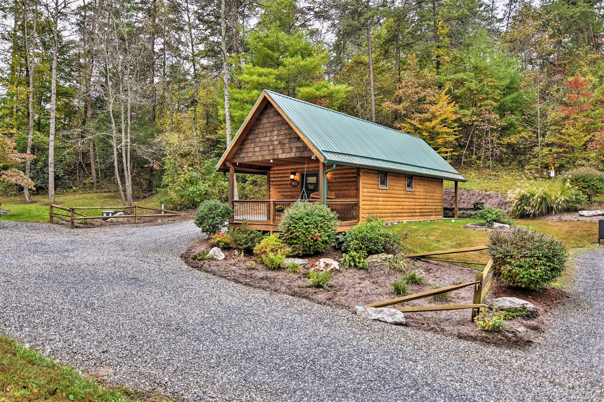 Fall in love with this peaceful vacation rental cabin in Weaverville.