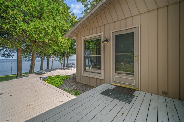 Step outside onto the deck and watch the sailboats, birds and fishing boats on the water.