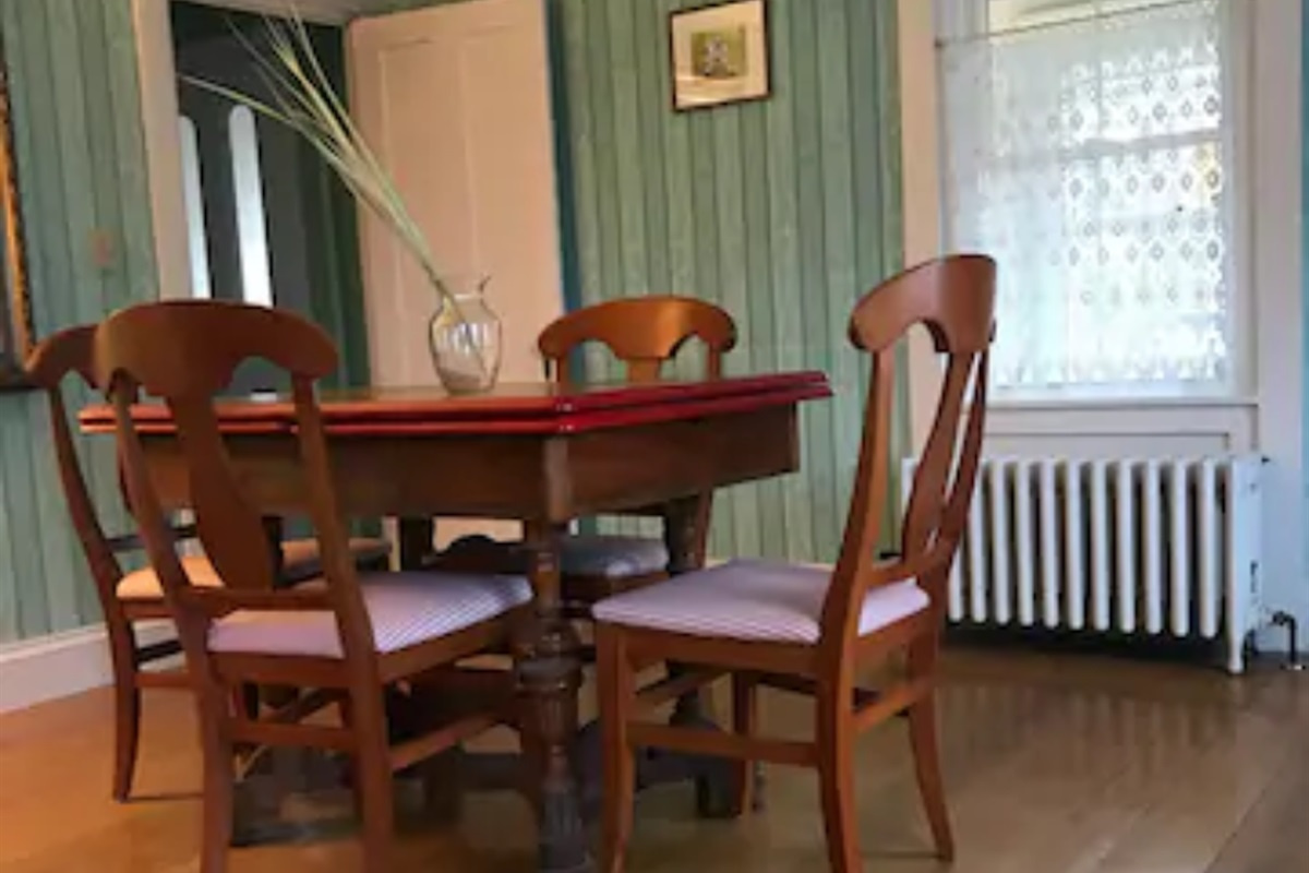 Dining room, table expands for up to 8 people