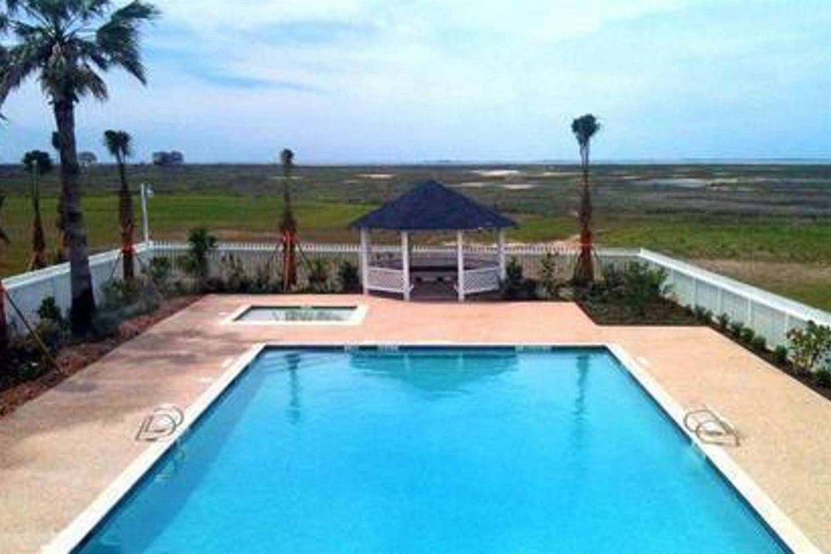 Playa San Luis Community Pool is Available for Guest Use Free of Charge