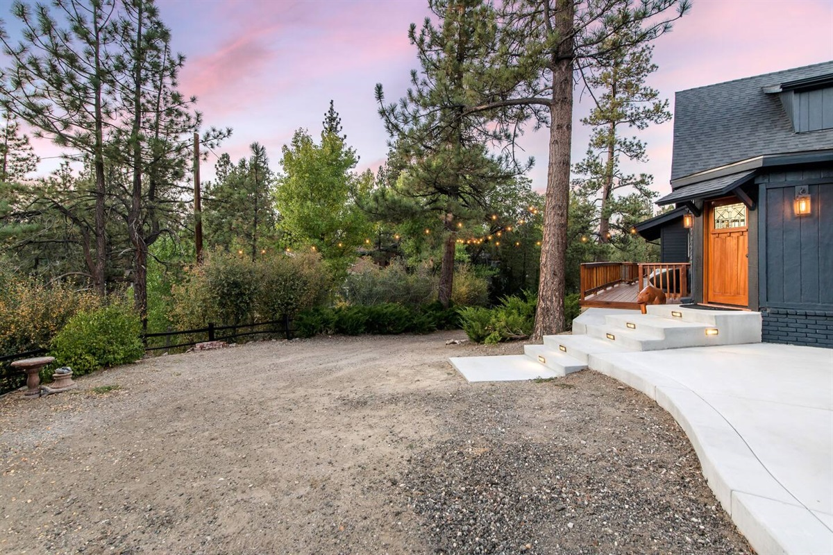 Fox Haus is situated on a big secluded lot with plenty of rustic Big Bear scenery.