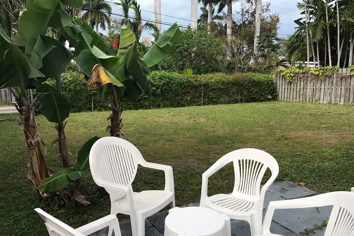 This large outdoor area with banana trees is great for families with children or hosting a nice barbecue for friends and family.