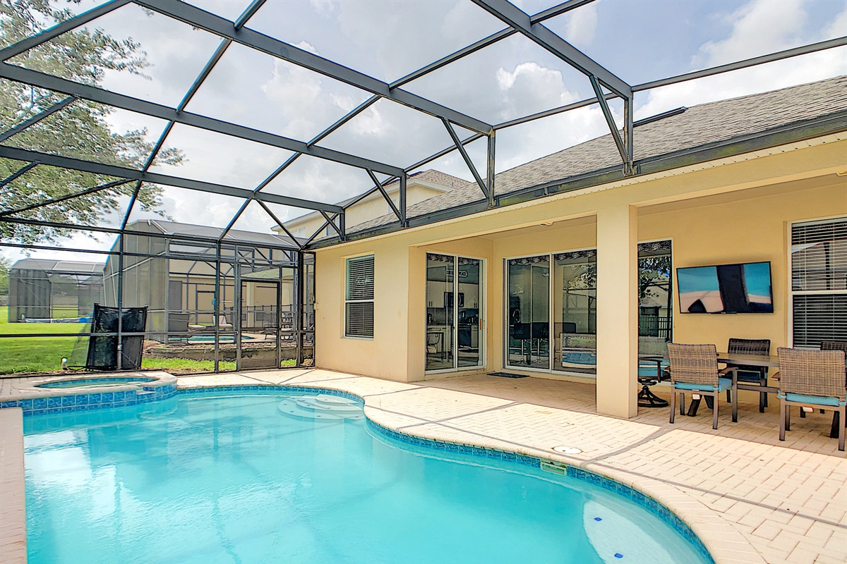 South Facing Heated Pool/Spa - Covered Lanai With Television