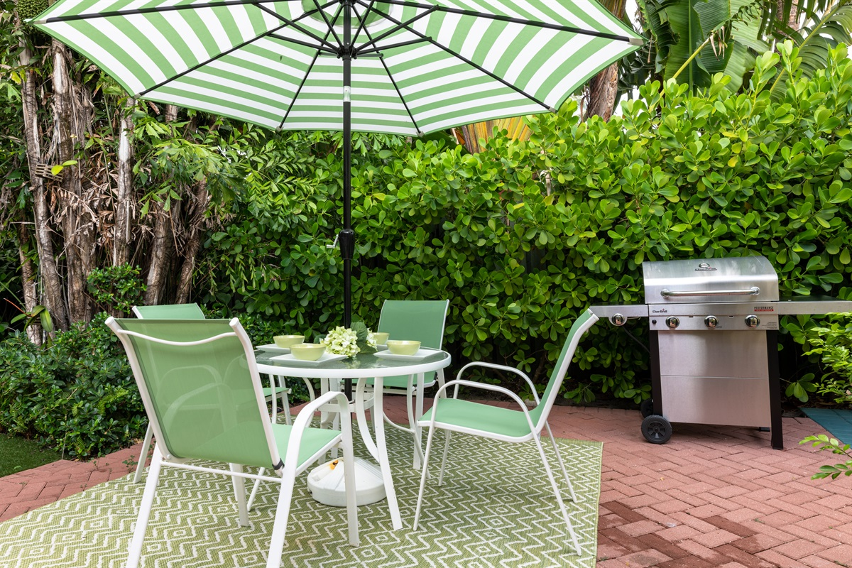 Outdoor Dining for 4 with BBQ grill, beautiful yard with water feature and screened patio.