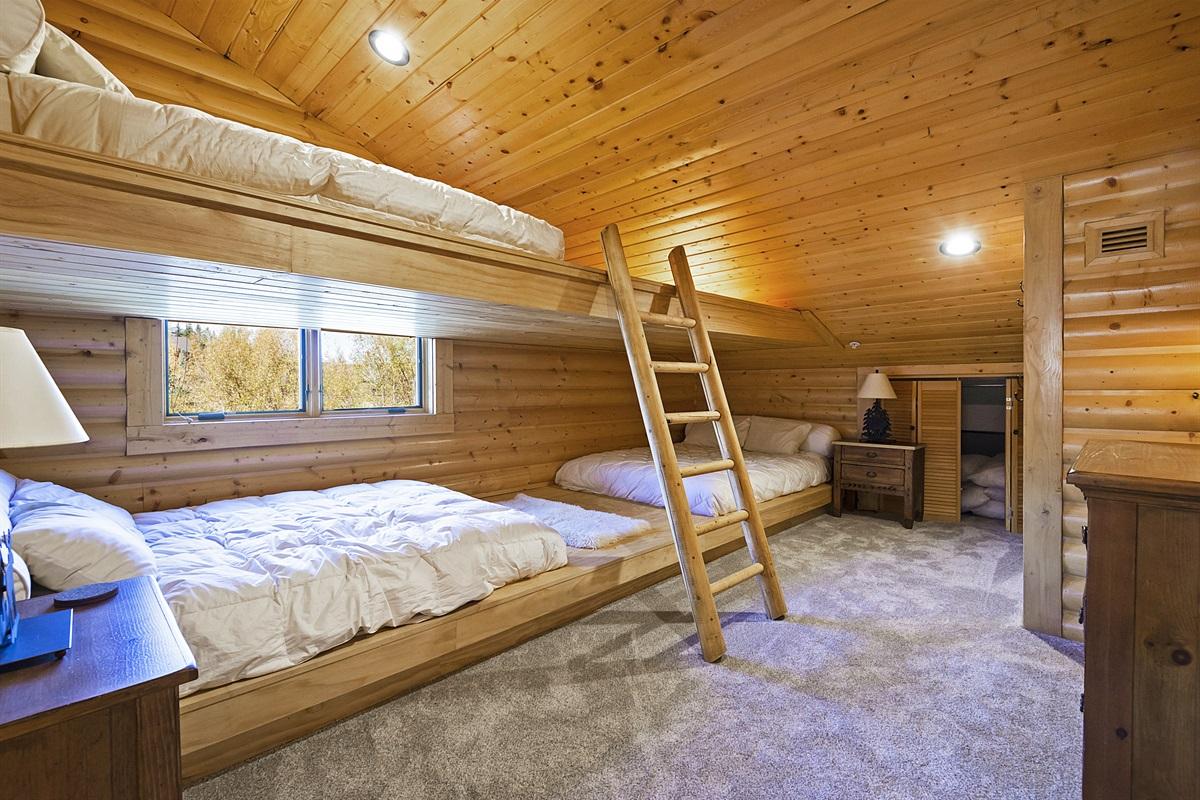 Upstairs - bedroom 4 - three queen size beds