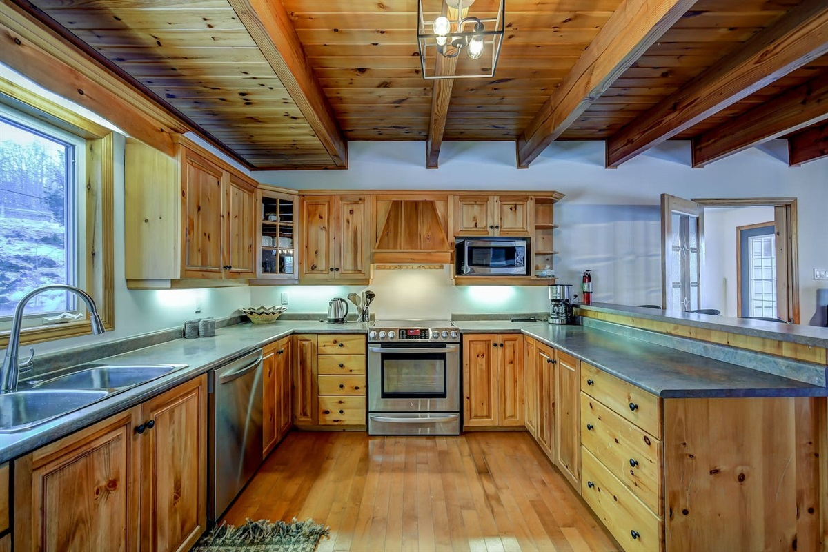 Fully equipped kitchen for your enjoyment! Just bring the food!