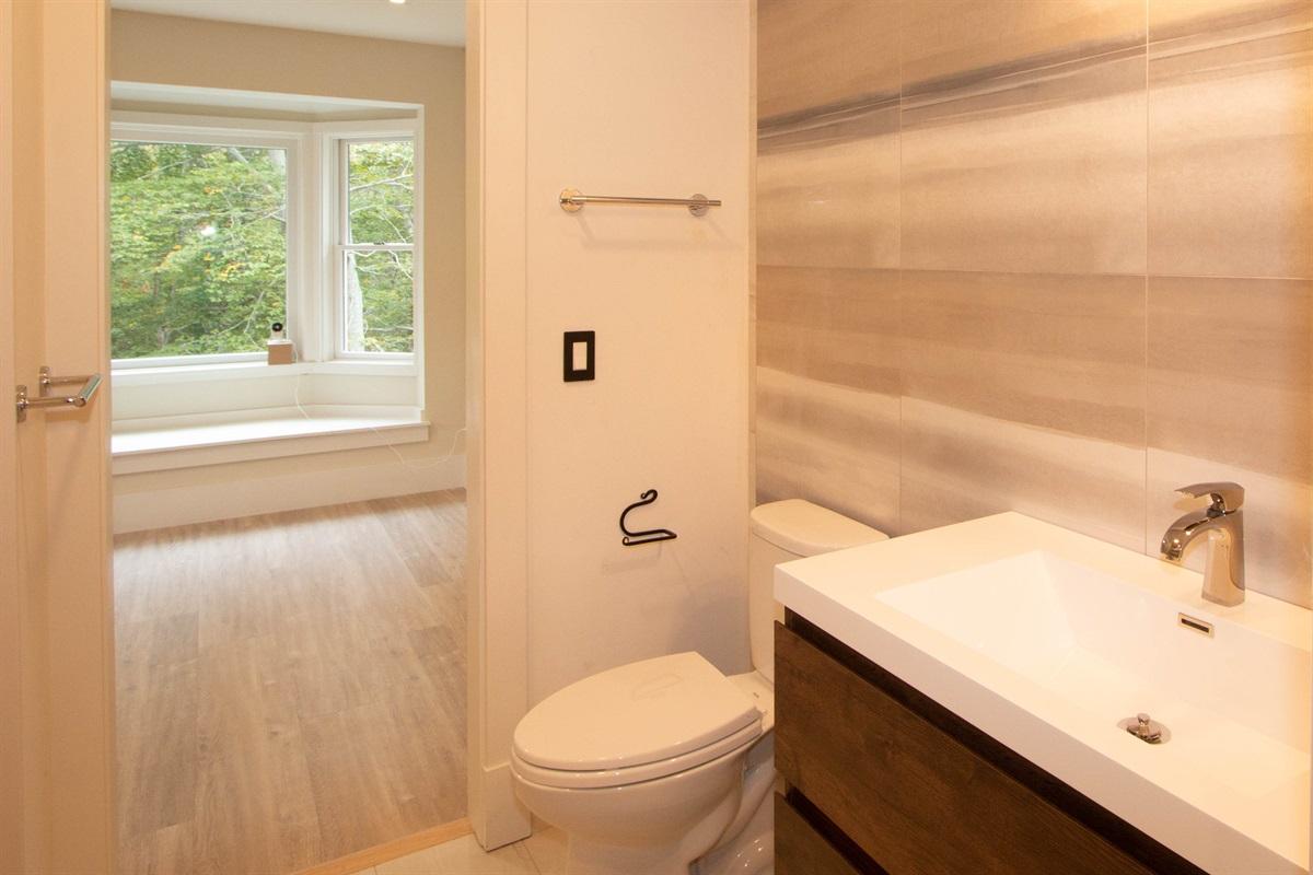 1st floor bathroom 3 with bedroom - study in bakground