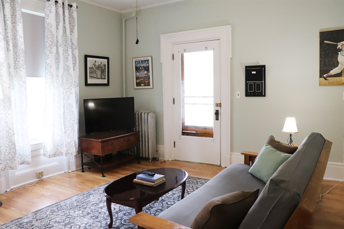 Living area, view of main entrance