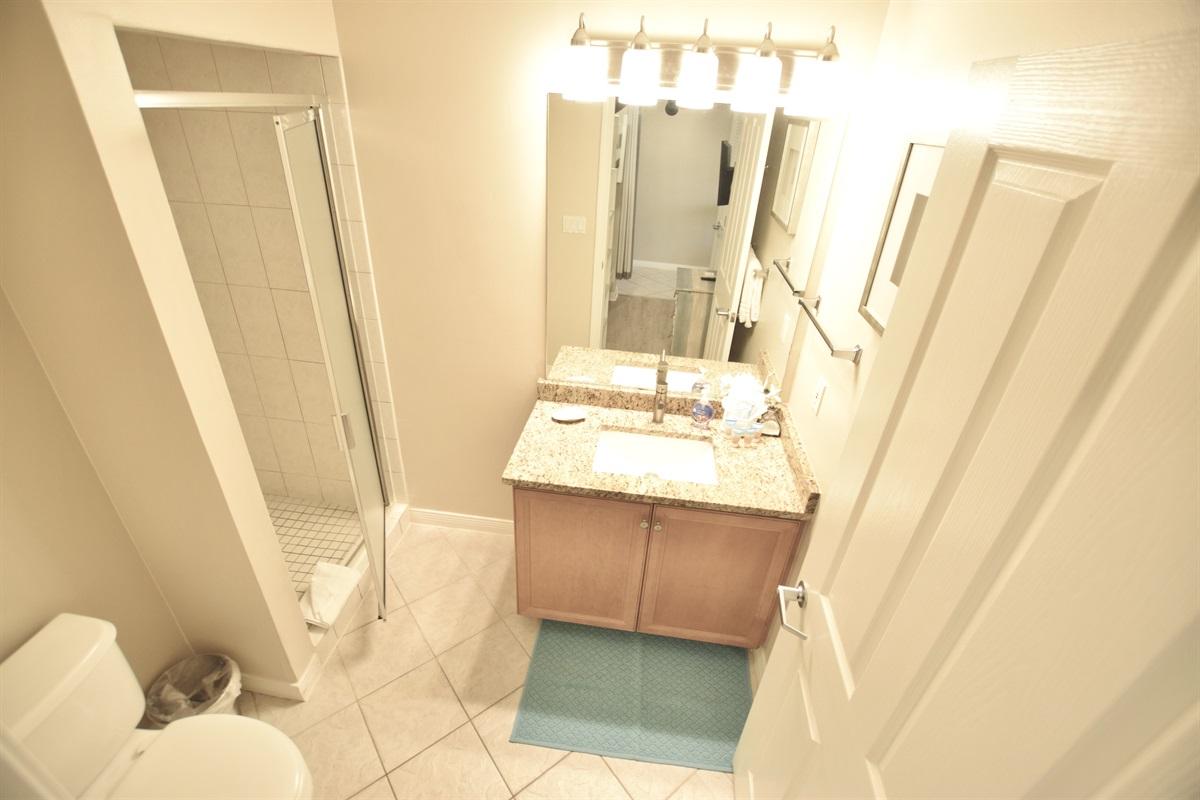 Destin West Gulfside #309 - Guest bath