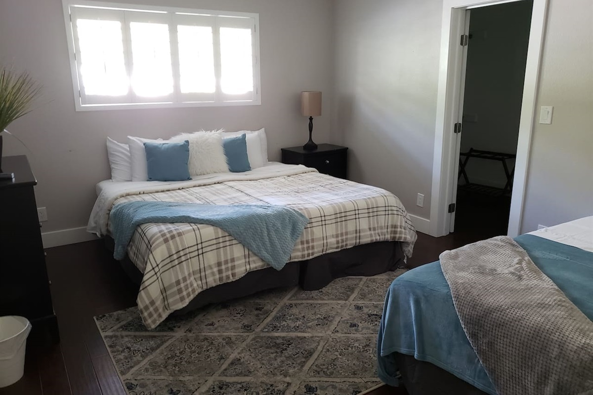 Main house Bedroom 2 In suite Bathroom 2 Twin xls or 1 King bed plus a full sized bed. Let us know how you would like it!