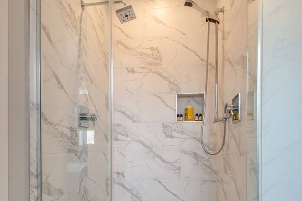 Double shower in the master bathroom