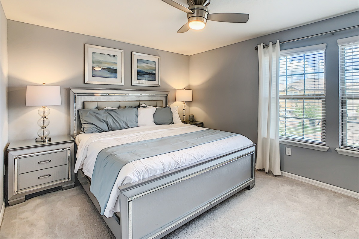 Suite 2-2nd Floor-King Bed