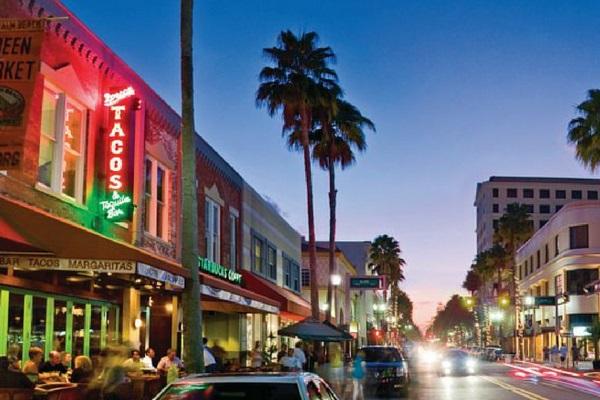 Downtown Clematis Str. West Palms Best Bars, restuarants and boutique shops